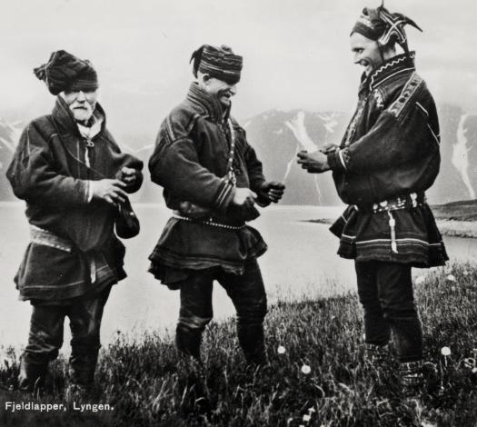sami_men_exchanging_tobacco_lyngen_troms_norway